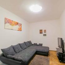 friends-hostel-budapest-apartment-6 opera