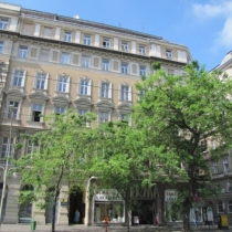 friends-hostel-budapest-building