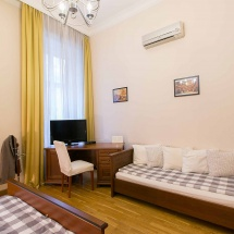 friends-hostel-budapest-classicwing-room12bdbltwintpl