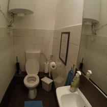 friends-hostel-budapest-designwing-toilette1a
